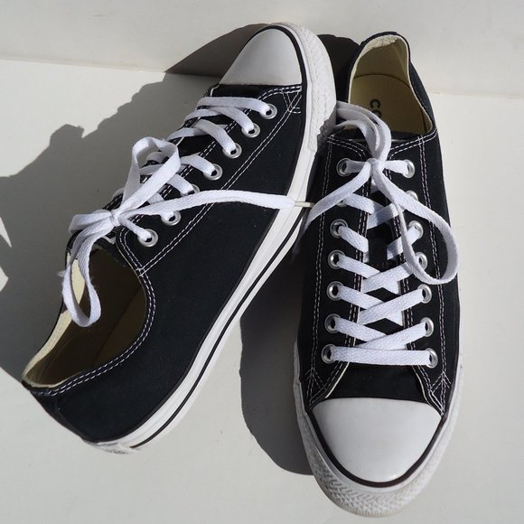 SIZE MEN'S 10, wom's 12 Converse All Star Sneakers